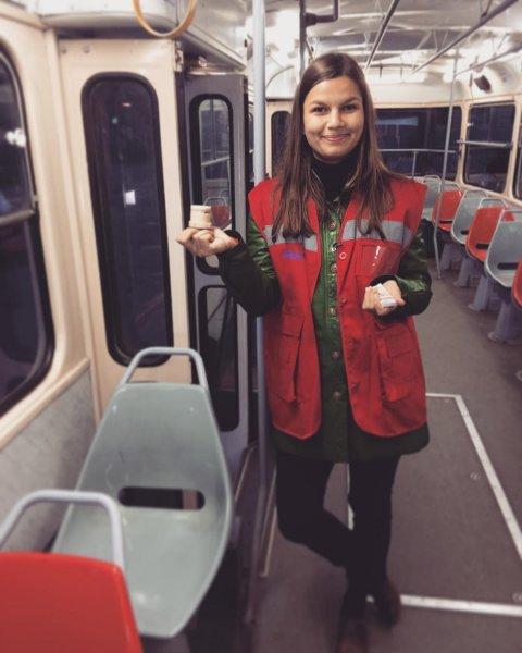 Кондуктор в Екатеринбурге устроила фанату из Перу скандал из-за бесплатного проезда