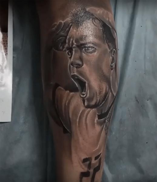 Житель Благовещенска сделал тату с портретом футболиста сборной РФ Дзюбы
