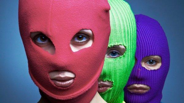 «Сдохните уже от диареи поскорее!»: Пользователи Сети раскритиковали акцию Pussy Riot