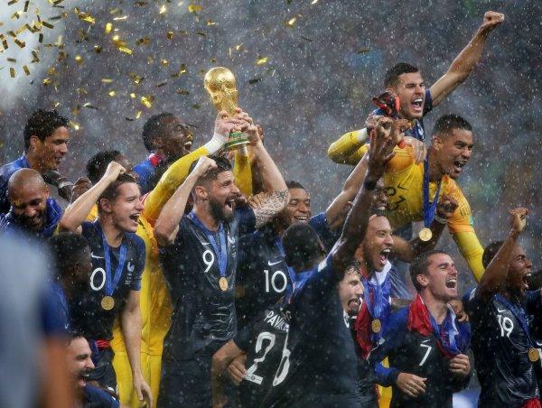 Футболисты сборной Франции посвятили кричалку Путину