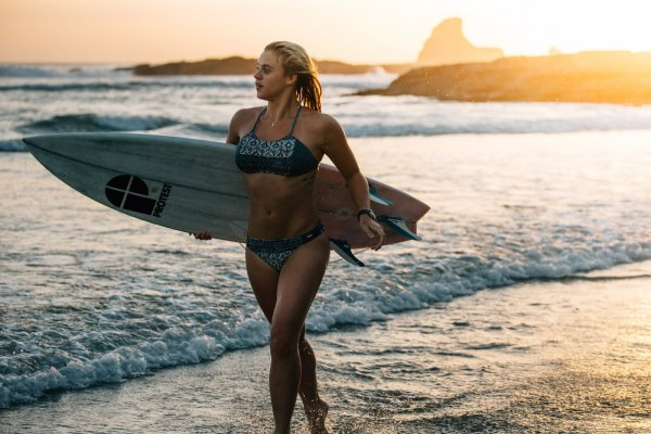 Известная серфингистка опубликовала сексуальный снимок